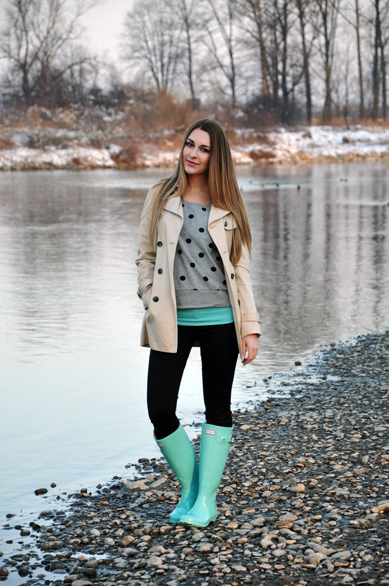 15 Ways To Style Your Rain Boots (Outfit Ideas) 2021