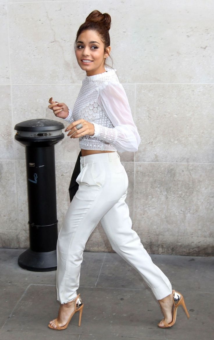 How To Style Pants In All White Outfits 2021
