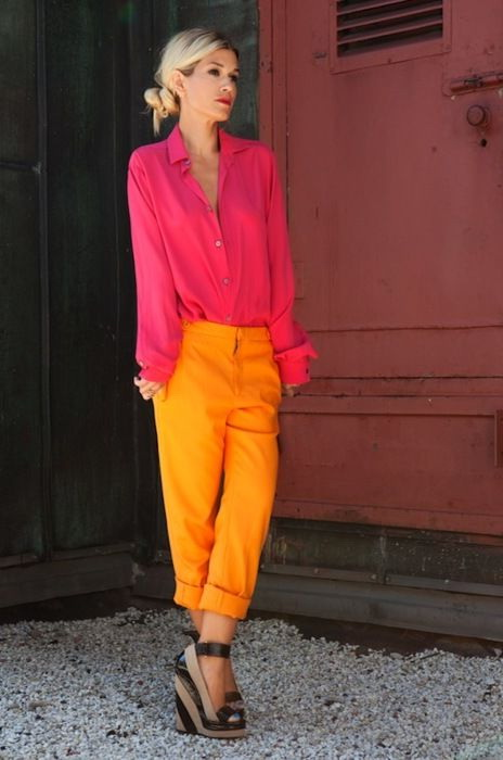 Cool Women's Outfit Ideas With Bright Colors 2021