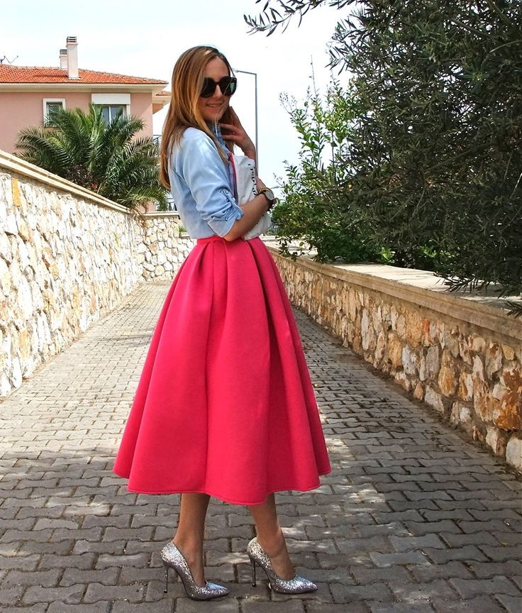 Cool Women's Outfit Ideas With Bright Colors 2019