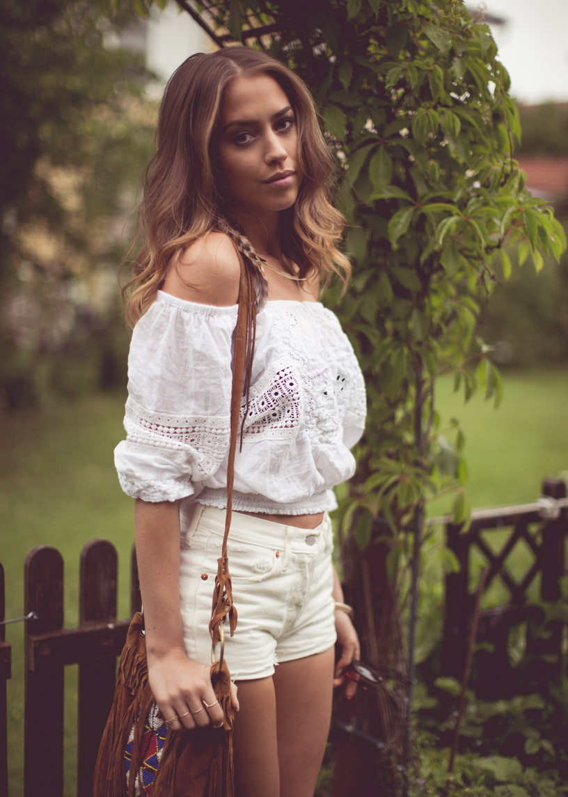 10 Ways To Wear White Denim Shorts 2019