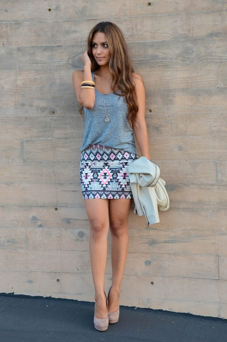 Printed Mini Skirt Outfit Ideas 2020