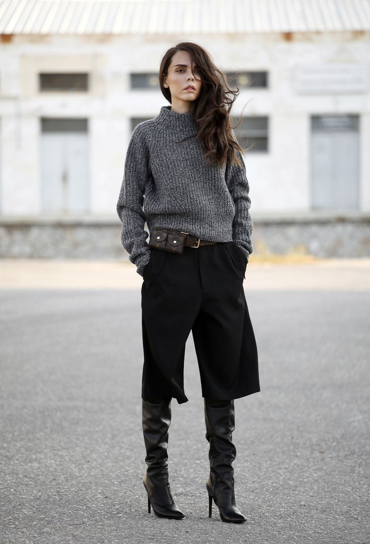 How To Wear Bermuda Shorts 2018 Tendencies Longshirt Plain Navy Shirt We See Black Leather Biker Jacket Teamed With White Long Chiffon And Short Boots