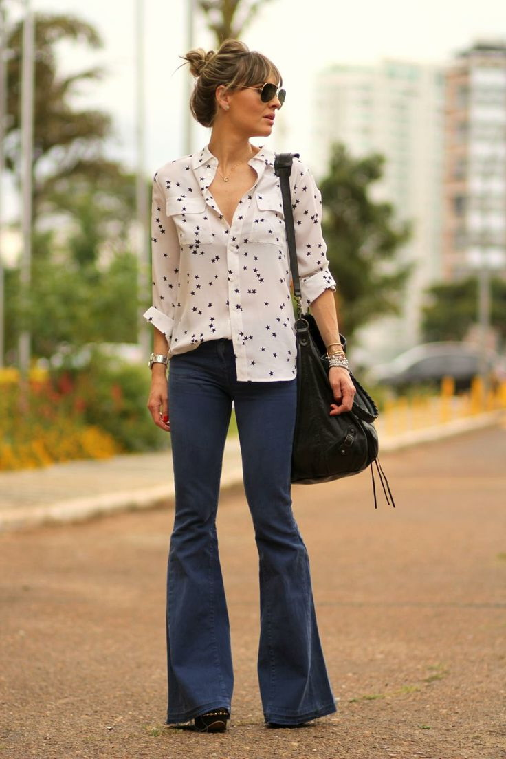 How To Wear Flared Jeans (Outfit Ideas) 2020