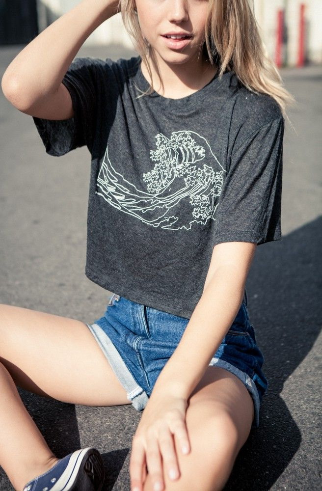 17 Cute Ways To Wear A T-Shirt 2021