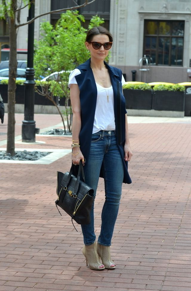30 Ways To Wear Slim Jeans (Outfit Ideas) 2021