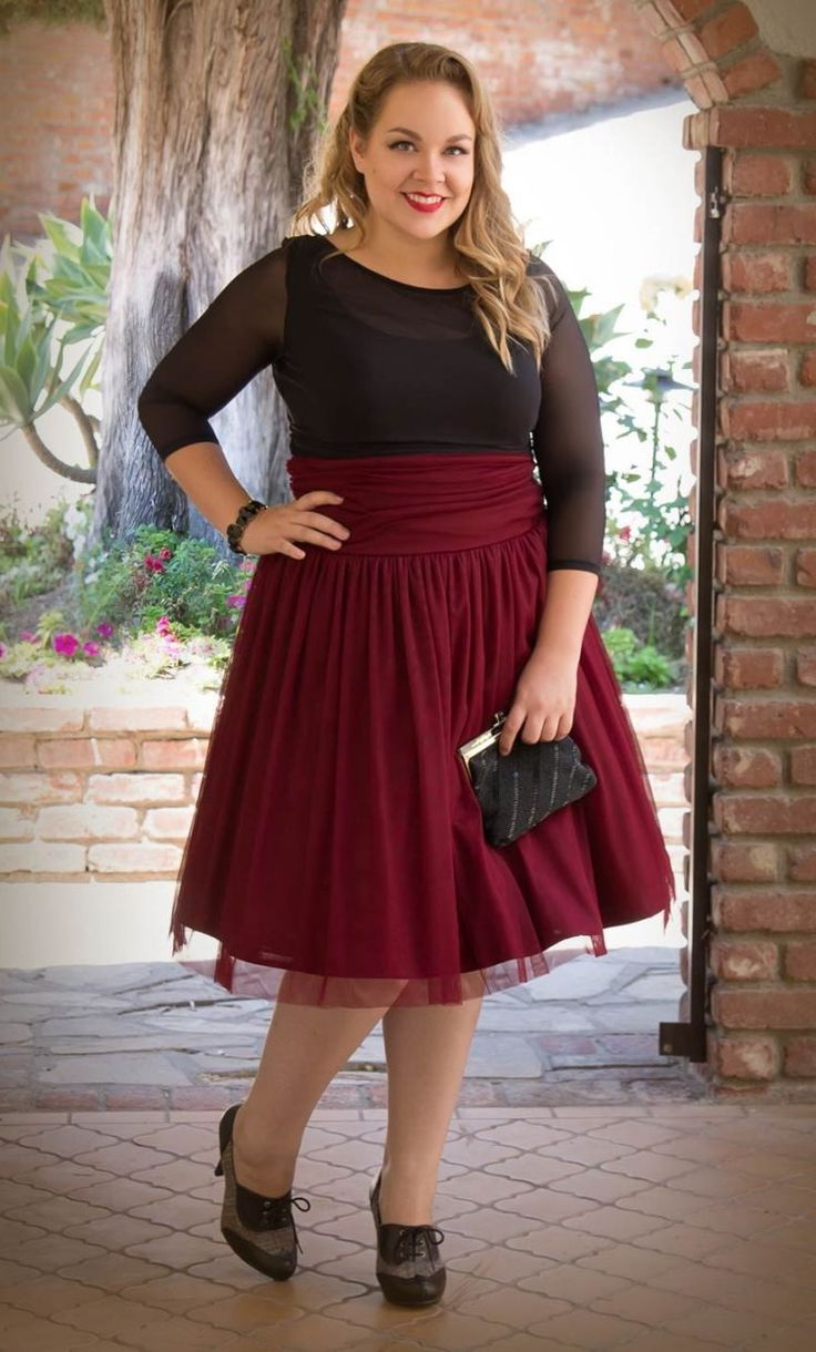 What to wear with a maroon skirt?