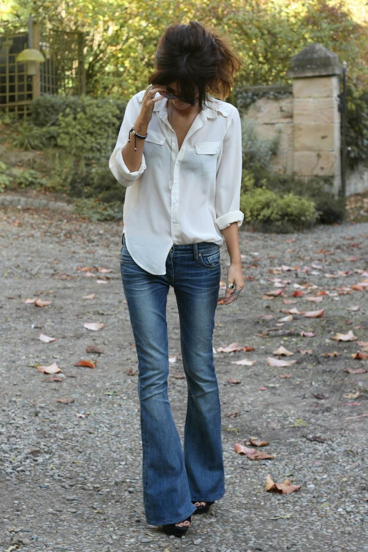 How To Wear Flared Jeans Outfit Ideas 2021 Fashiontasty Com