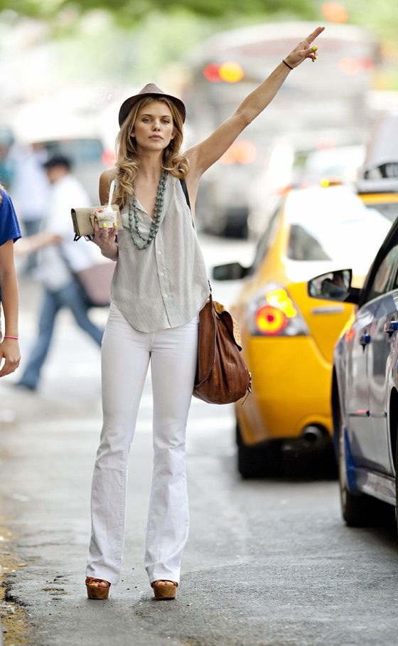 How To Wear White Jeans (Outfit Ideas) 2021