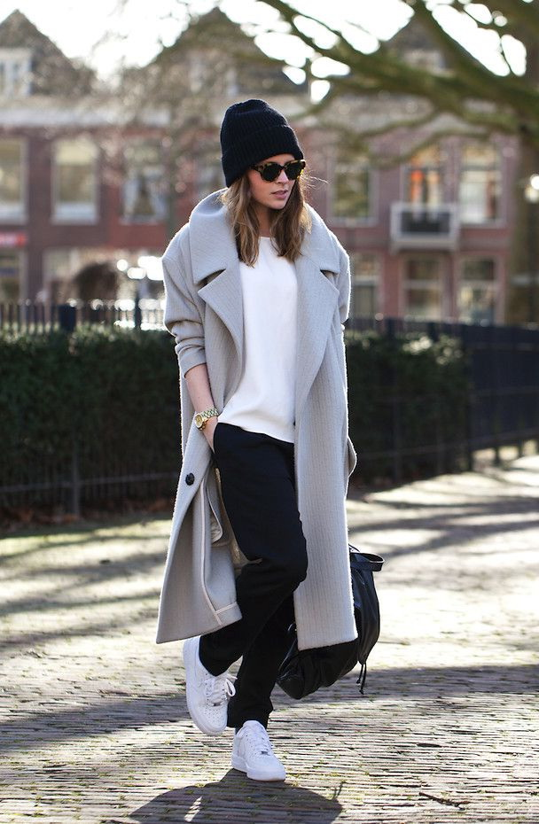 Women's Outfit Ideas With White Sneakers 2020